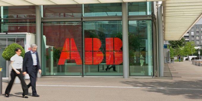 ABB-Zentrale in Zürich: Neben dem Technologiekonzern fordern auch die Konzerne Nestlé, Roche, SBB, Swiss Re und Würth Banken weltweit auf, den GPI-Service von Swift einzusetzen.