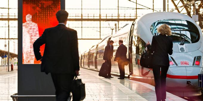 Unternehmensfinanzierungen: Der Werbevermarkter Ströer sichert sich mit einem neuen Schuldschein 170 Millionen Euro.
