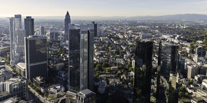 Frankfurter Skyline: Mittelständler wenden sich immer mehr alternativen Finanzierungen zu und damit weg von den Banken.