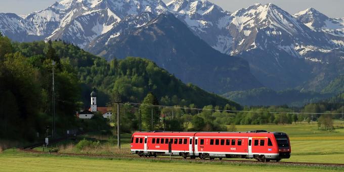 Finanzierungen: Die Deutsche Bahn macht den ersten Schritt. Als erstes Unternehmen wagt sie sich nach der Entscheidung für den Brexit an den Anleihemarkt.