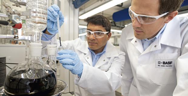 Unternehmensfinanzierungen: Der Chemiekonzern BASF platziert eine neue Benchmark-Transaktion. Für eine Tranche davon muss das Unternehmen keine Zinsen zahlen.
