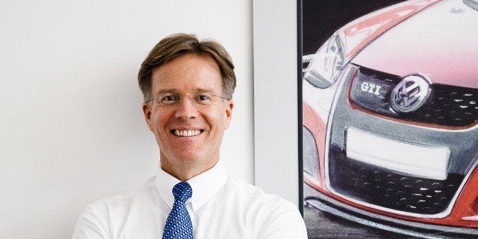 """Volkswagen konnte das Emissionsvolumen seiner Comeback-Anleihe von den ursprünglich geplanten 4 Milliarden Euro auf 8 Milliarden Euro verdoppeln. """"Dass die Nachfrage so hoch sein würde, hat uns schon etwas überrascht"""", sagt Treasurer Jörg Boche."""