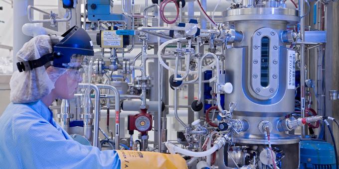 Lonza-Labor in der Schweiz: Der Chemie- und Pharmakonzern refinanziert mit einem Jumbo-Schuldschein einen Teil des Brückenkredits, den er für die Capsugel-Übernahme aufgenommen hat.
