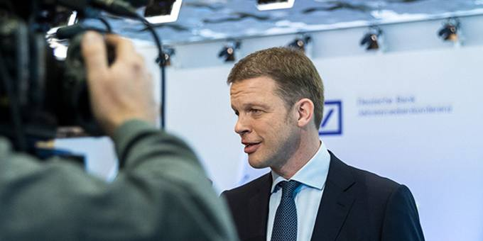 Deutsche-Bank-CEO Christian Sewing: Die Bank will ein Viertel aller Stellen im Aktienmarktgeschäft streichen. So will das Geldhaus wieder profitabler werden.