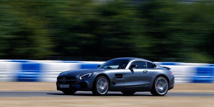 Unternehmensfinanzierungen: Daimler eröffnet das Anleihejahr mit einem Benchmark-Bond.