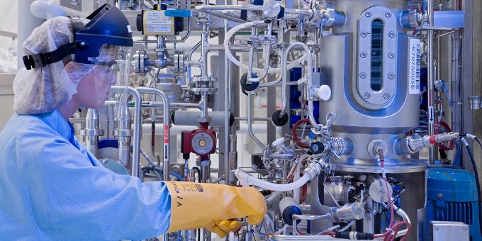 Der Chemie- und Pharmakonzern Lonza hat die Finanzierung des Capsugel-Kaufs gestemmt, dem größten M&A-Deal der Konzerngeschichte. Günther Jakob ist seit Anfang 2008 Head of Group Treasury bei Lonza.