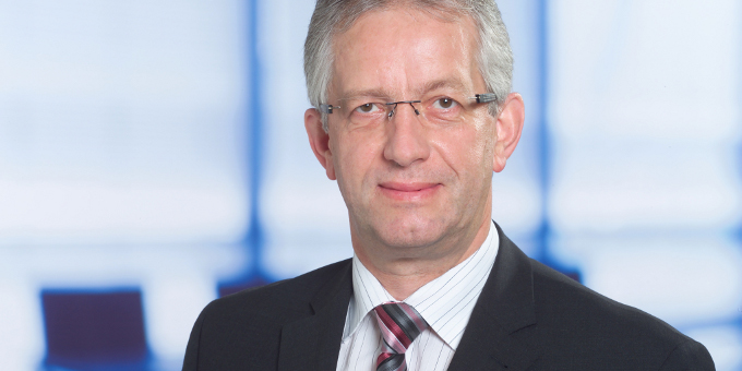 Mehr Wettbewerb, weniger Risiken: Klaus Leinmüller, Geschäftsführer von Carl Zeiss Financial Services, spricht über die strategische Bankensteuerung der Gruppe.