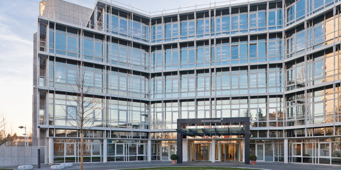 Die Zentrale der Deutschen Leasing in Bad Homburg: Das Unternehmen erwartet eine Seitwärtsbewegung der deutschen Wirtschaft.