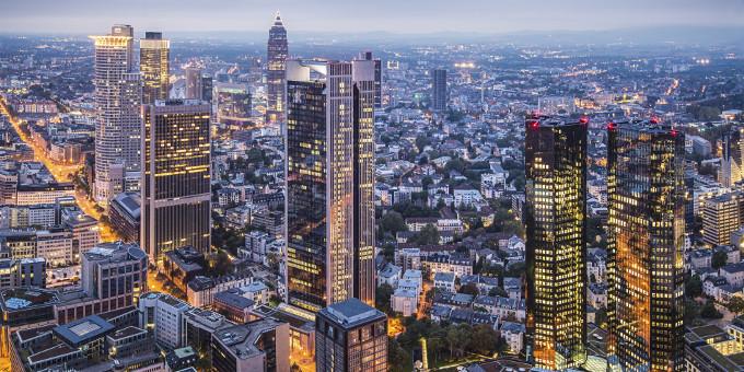 Frankfurter Skyline: Das Firmenkundgeschäft wird für Banken immer umkämpfter.