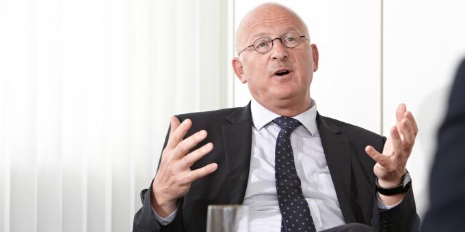 Sigurd Dahrendorf, Leiter Konzernfinanzierung bei Knorr-Bremse, spricht mit DerTreasurer