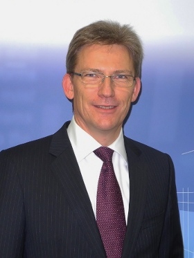Ralf-Jörg Weigold leitet das 2008 das Treasury von Schott.