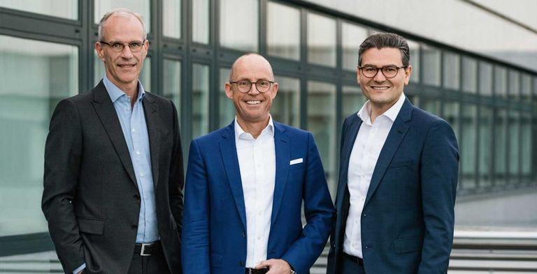 Das TIS-Management (von links: CEO Erik Masing, Strategiechef Jörg Wiemer und Produktverantwortlicher Erol Bozak) stellt eine neue Strategie vor.