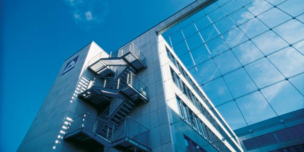 Unternehmensfinanzierung: Hochtief, Symrise, QSC