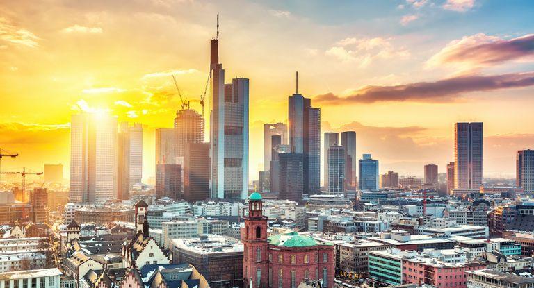 Die Commerzbank ragt in der Frankfurter Skyline heraus – und ebenso im Banken-Survey 2020.