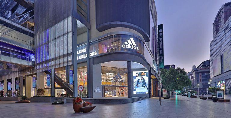 Adidas hat erstmals als geratetes Unternehmen Anleihen begeben.