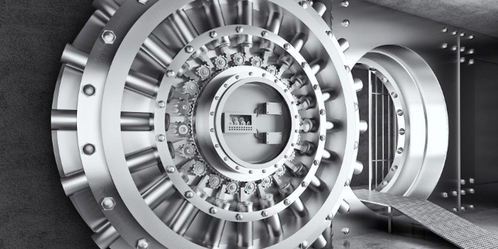 Bargeld im Tresor lagern: Banken denken wegen der Strafzinsen um.