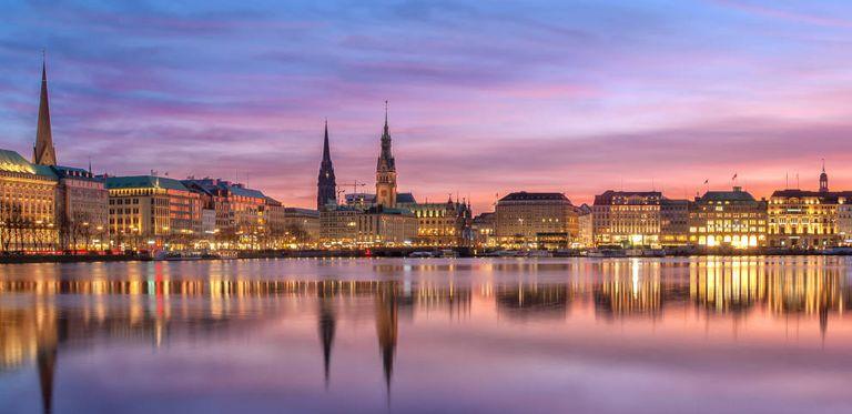 Hamburger Binnenalster: Hg Capital übernimmt das Softwarehaus Serrala. Der Markt ist gespalten, ob das gut oder schlecht ist.