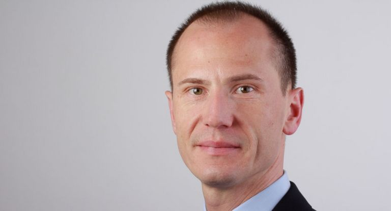 Kapitalmarktexperte Stefan Rost hat bei der Deutschen Lufthansa die Platzierung des ersten digitalen Schuldscheins der Airline begleitet.