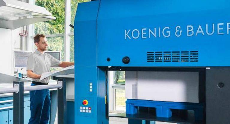 Der Druckmaschinenhersteller Koenig & Bauer hat erstmals einen Konsortialkredit abgeschlossen. Der Syn Loan besteht aus einem Aval sowie aus einer revolvierenden Kreditlinie, die bei Bedarf aufgestockt werden kann.