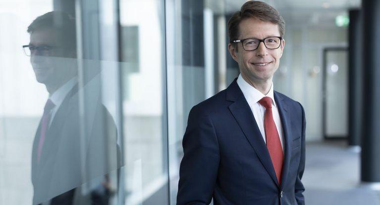 Berthold Fürst steigt bei der Deutschen Bank auf.