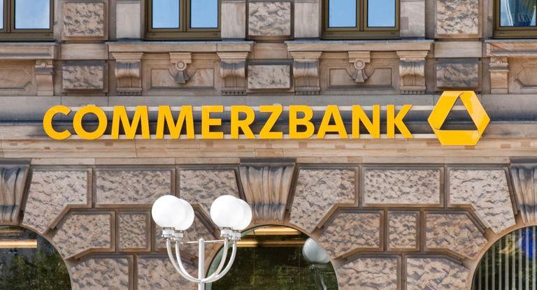 Die Commerzbank lagert ihren Aktienhandel sowie das Aktienresearch aus.