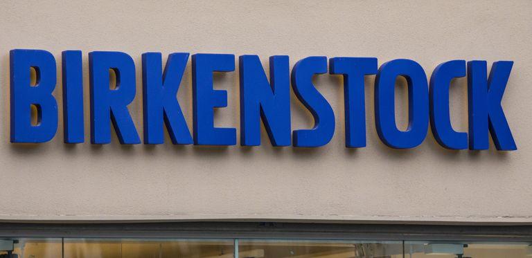Birkenstock sammelt über eine Hochzinsanleihe 430 Millionen Euro ein.