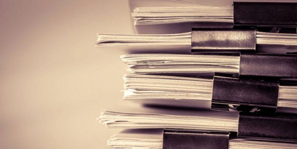 Treasurer stöhnen über die Berge von Papier, die ihnen von Banken wegen der neuen Finanzmarktrichtlinie Mifid II zugeschickt werden.