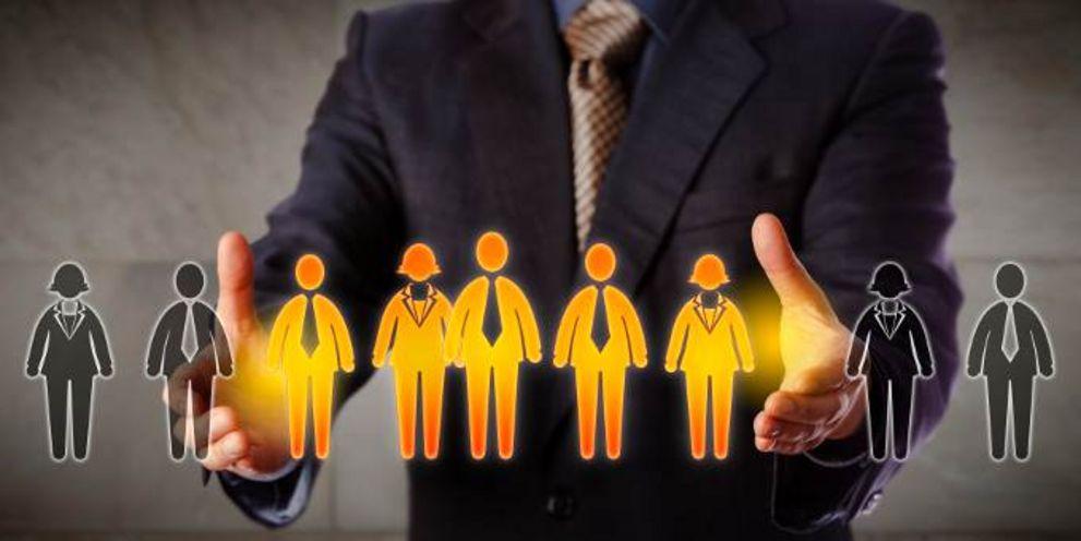 Junge Treasury-Manager sind in Unternehmen sehr gefragt. Der Berufseinstieg kann aus ganz unterschiedlichen Richtungen gelingen.