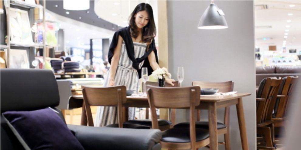 Der Ikea-Konkurrent Steinhoff befindet sich in Schwierigkeiten. Die Anleihen sind unter Druck, auch Schuldscheininvestoren müssen um viel Geld fürchten.