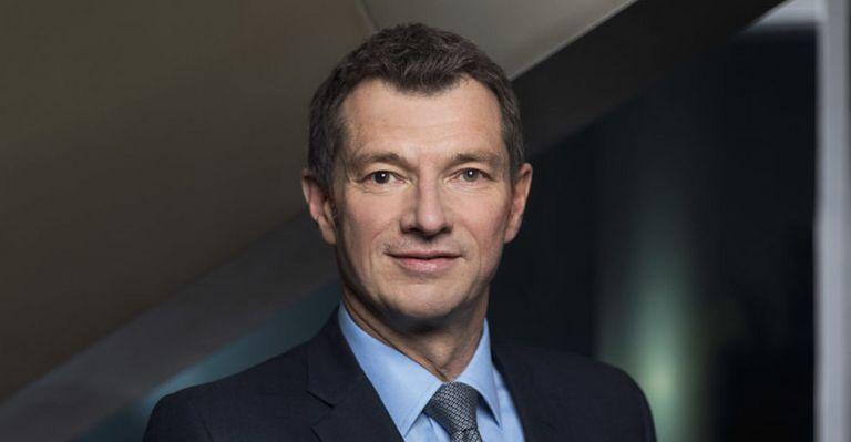 Michael Spiegel, langjähriger Mitarbeiter der Deutschen Bank, steigt bei der Standard Chartered zum GTB-Chef auf.