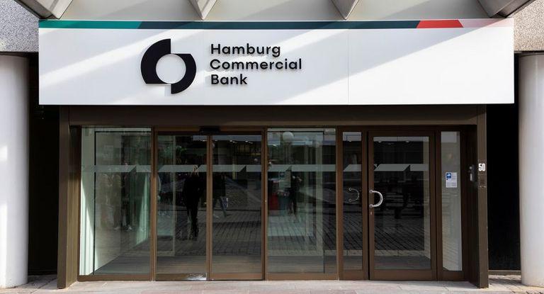 Die Hamburg Commercial Bank bietet ihren Firmenkunden nun ein Online-Portal für das Onboarding und den KYC-Prozess an.