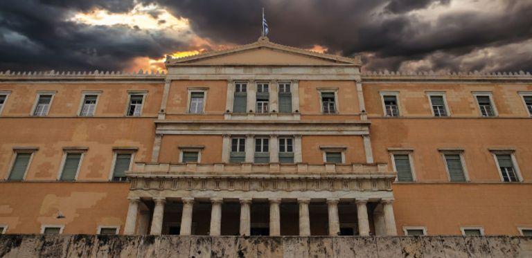 Griechisches Parlament in Athen. Düstere Aussichten für Griechenland: Die Regierung hat Kapitalverkehrskontrollen verhängt.