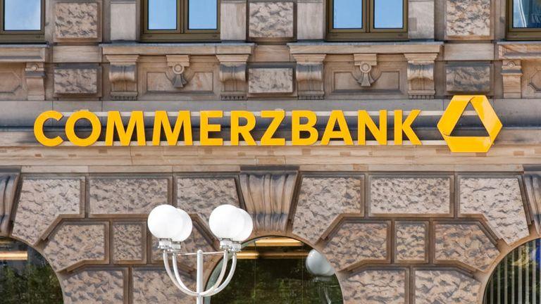 Bei der Commerzbank kommt es wieder zum Personalumbau.