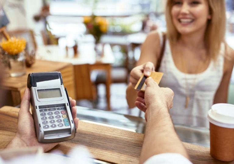 Da nimmt die Konsolidierungswelle in der Branche der Zahlungsabwickler das nächste Target mit. Diesmal steigt der US-Finanzinvestor KKR mit 60 Prozent bei dem Heidelberger Wirecard-Konkurrenten Heidelpay ein.