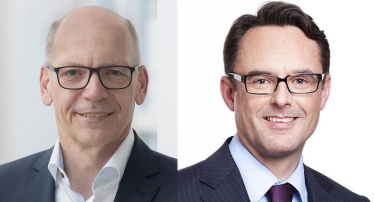 Kurt Schäfer (links) gibt die Daimler-Treasury-Leitung an Steffen Hoffmann (rechts) ab.
