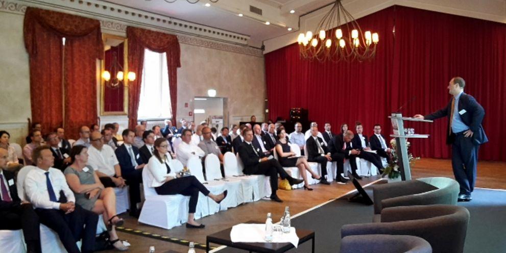 Michal Dybala, Chefvolkswirt für Zentral- und Osteuropa bei der BNP Paribas, referiert auf dem 5. Cash Management Campus über die Weltwirtschaft.