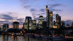 Ein Blick auf die Frankfurter Banken: Sie machen nicht mit allen Firmenkunden Profit.
