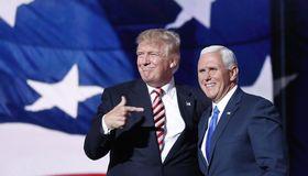 Donald Trump (links) feierte mit dem Vizepräsidentschaftskandidaten Mike Pence den Sieg.