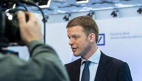 Deutsche-Bank-CEO Christian Sewing: Die Bank will ein Viertel aller Stellen im Aktienmarktgeschäft streichen. So will das Geldhaus wieder profitabler werden.