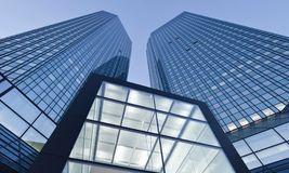 Die Deutsche Bank führt das Investmentbanking, das Corporate-Finance-Geschäft und das Global Transaction Banking in einem neuen Geschäftsbereich zusammen.
