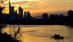 Es gibt Schwierigkeiten beim Start des neuen Renminbi Clearing-Centers in Frankfurt.