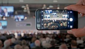 Das Telekomunternehmen Freenet hat in den vergangenen anderthalb Jahren 1,7 Milliarden Euro refinanziert.