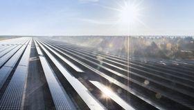 Der Energiekonzern Innogy trennt sich von der RWE-Kreditlinie und schließt einen eigenen syndizierten Kredit an. Zudem platziert das Unternehmen einen Green Bond.