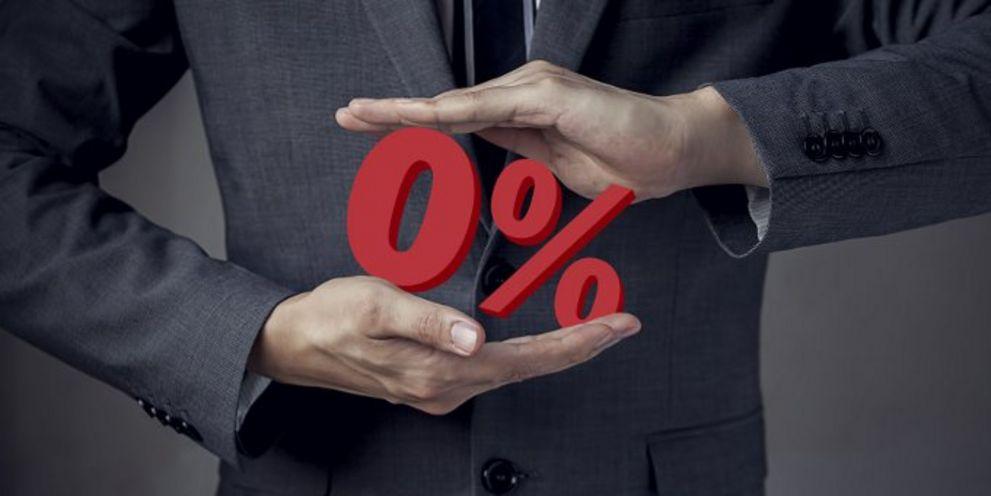 Streit um die Null: Banken ziehen nachträglich Euribor-Floors bei Kreditverträgen ein, gleichzeitig erheben viele allerdings bei der Geldanlage Strafzinsen.