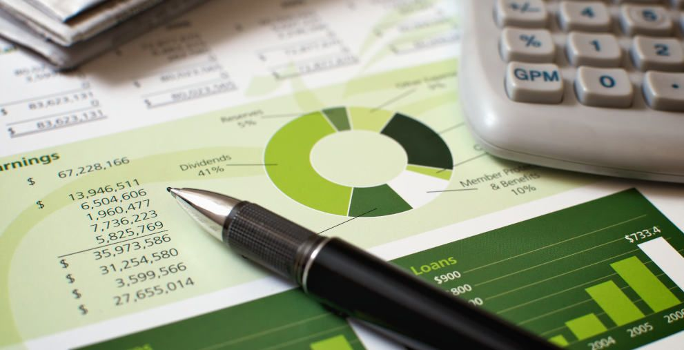 Die EU-Taxonomie kommt und bringt große Herausforderungen für alle Finanzmarktteilnehmer mit sich. Auch die Banken sind betroffen.