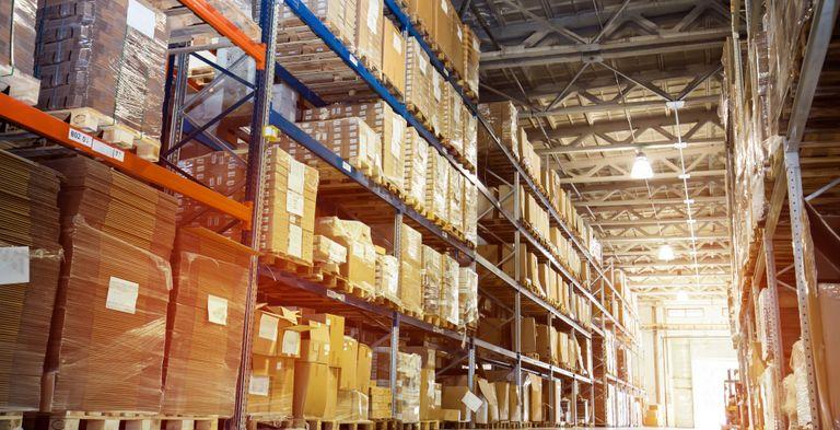 Neben dem Lagermanagement hat Working Capital Management noch zwei andere Dimensionen: Kundenforderungen und Lieferantenverbindlichkeiten. Hier könnte das Treasury Mehrwert leisten.