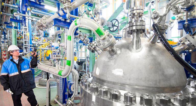 Der Werkstoffhersteller Covestro hat im Juni eine milliardenschwere Anleihe virtuell aus dem Home Office heraus platziert.