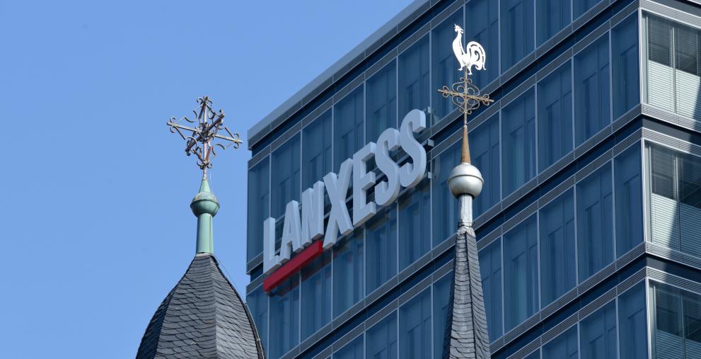 Lanxess schließt neuen ESG-linked Loan ab.
