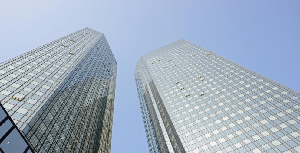 André Bajorat, einer der bekanntesten deutschen Fintech-Gründer, steigt bei der Deutschen Bank ein. Er ist Teil der Zahlungsverkehrsstrategie der Bank.