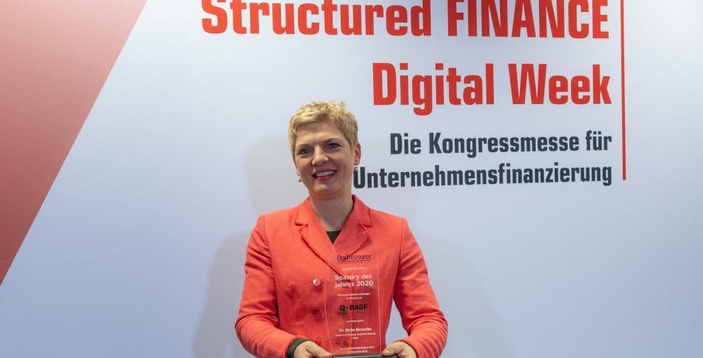 Birka Benecke nahm für BASF die Auszeichnung Treasury des Jahres 2020 entgegen.